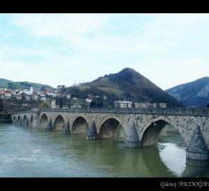 Drina üstündeki köprü