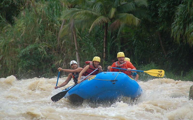 Kosta Rika, Naranjo Nehrinde rafting yaparken