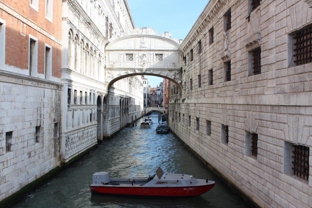 Venedik Ahlar Köprüsü
