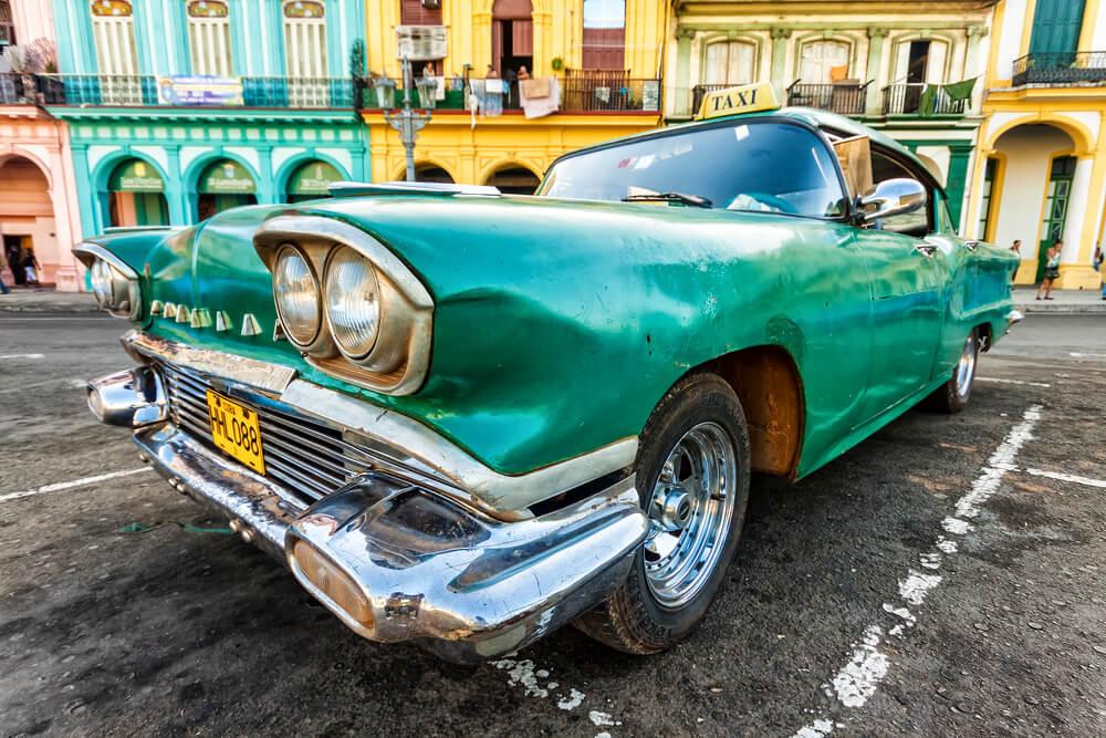 Küba'daki Eski Amerikan Arabalarından Biri