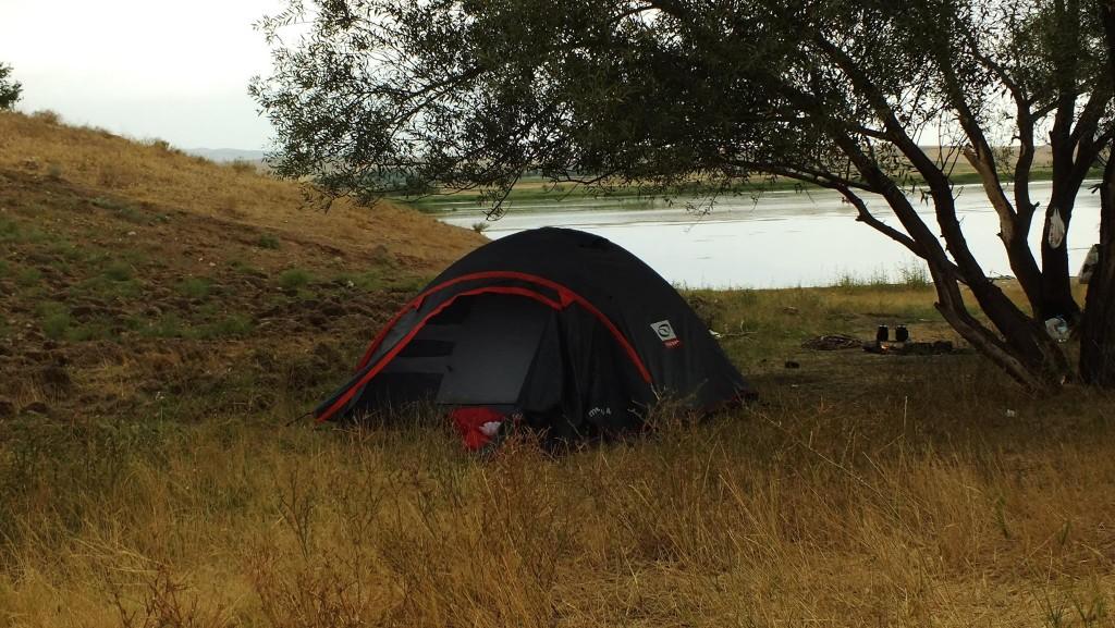 Güvenli Kamp Alanı Oluşturarak  Kamp Çadırında Konaklayıp Parasal Yönden Ciddi Tasarruf Sağlayabilirsiniz !