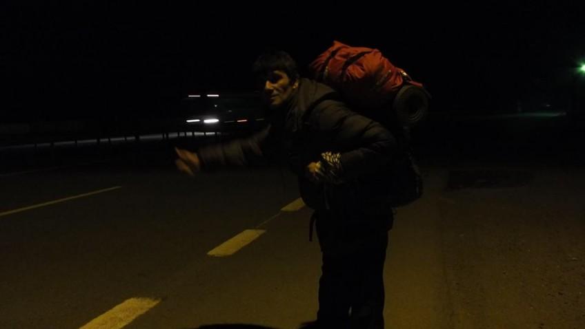 Gündüzler Çuvala mı Girdi Peki ? Gece Otostop Çekmek Seyahat Şansınızı Kısıtlar , Mümkünse Gündüz Seyahat Edin !