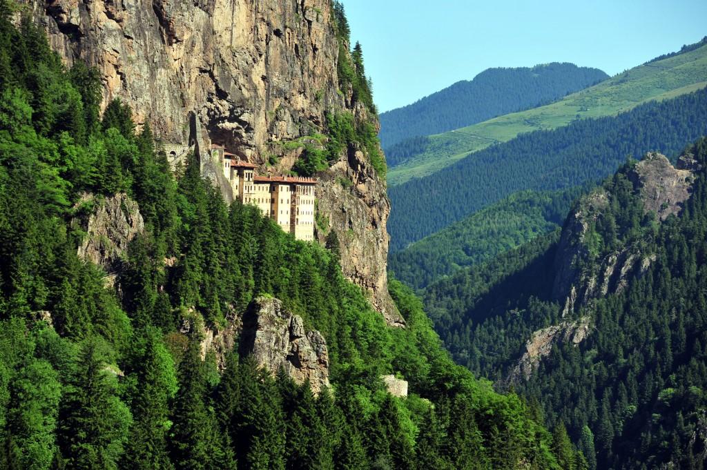 Uçaklı Karadeniz Turları Sümela Manastırı