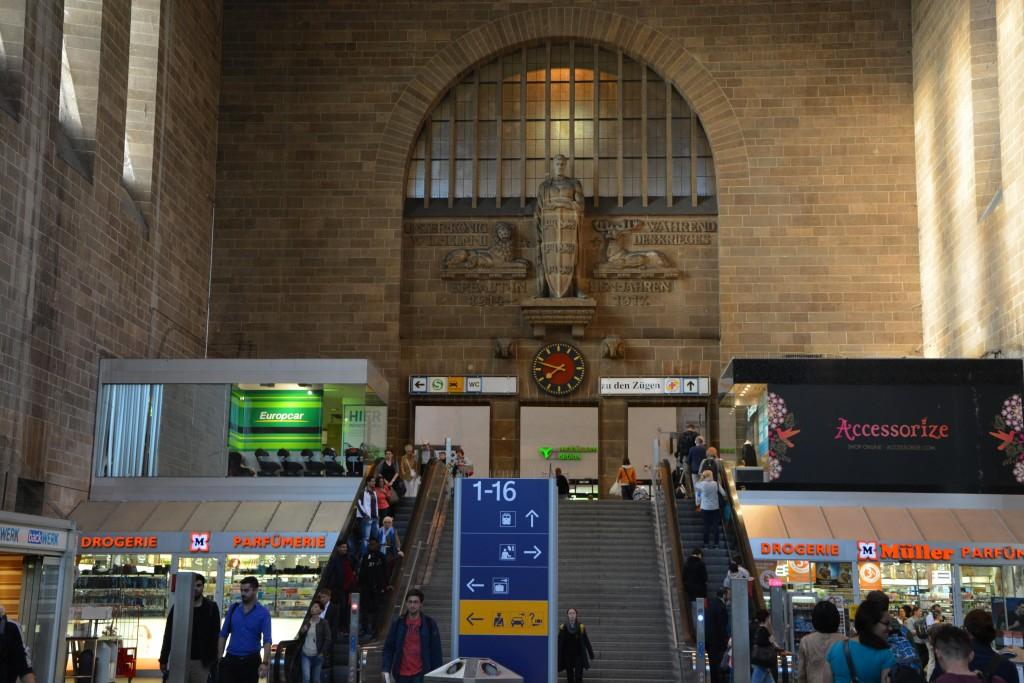Stuttgart Metro İstasyonu Girişi