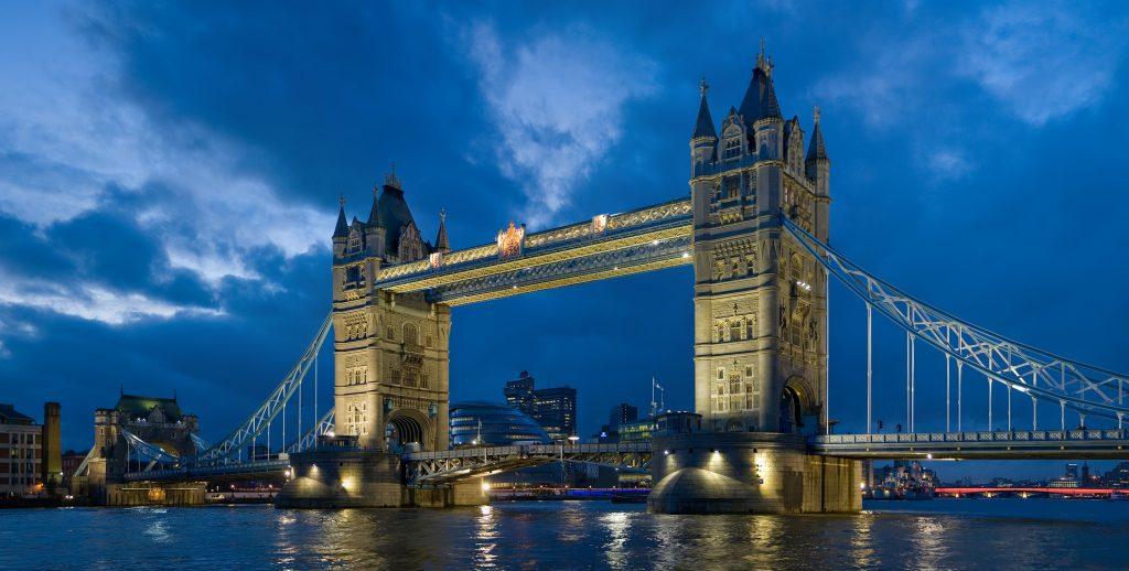 Kule Köprüsü, İngiltere