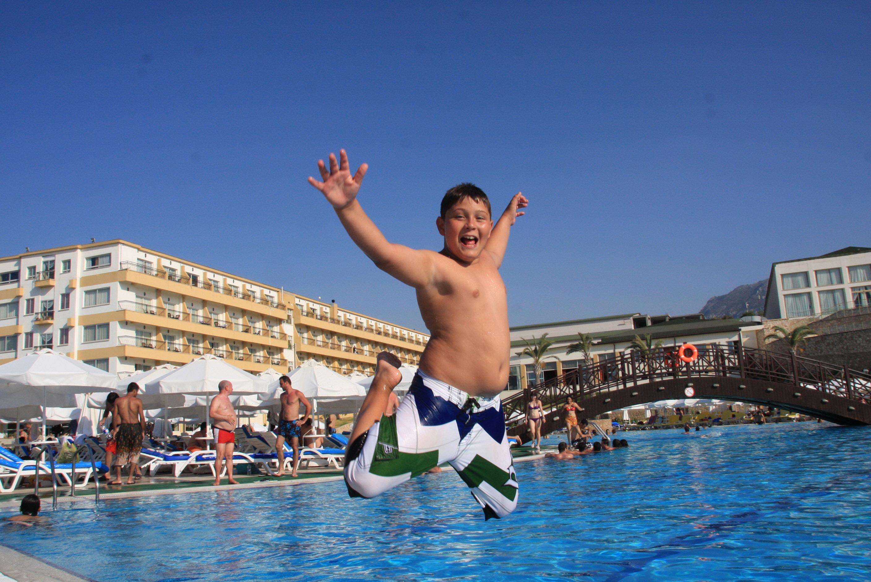 Acapulco Resort Family